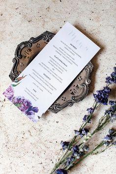 Menu de mariage numérique format 4x9 po assorti. Chic avec fleurs violette en aquarelle. Style vintage / romantique.  Tous les modèles de la boutique peuvent être adaptés en menu pour votre mariage. - Je vous invite à me contacter pour plus de détails.  ------  FICHIER DIGITAL - IMPRIMER VOUS-MÊME * AUCUN ARTICLE PHYSIQUE NE VOUS SERA EXPÉDIÉ! *  FAIRE-PART - INVITATION NUMÉRIQUE  - CE QUE VOUS ALLEZ RECEVOIR - Vous recevrez 1 fichier prêt à l'impression en format JPG et PDF dans 2-3 jou...