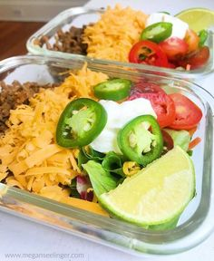 These low carb taco salads are an easy Keto ground beef recipe. A homemade Keto taco seasoning with your favorite taco salad toppings make this a perfect low carb meal prep and Keto lunch idea for work. Lunch Meal Prep, Meal Prep Bowls, Sour Cream, Low Carb Taco Salad, Taco Salads, Cena Keto, Low Carb Recipes, Healthy Recipes, Healthy Options
