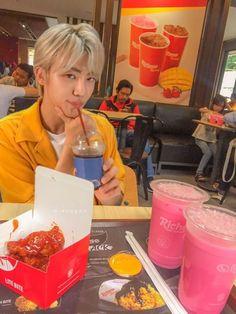 Nct 127, Nct Dream Jaemin, Boy Photography Poses, Jeno Nct, Boys Life, Nct Taeyong, Na Jaemin, Fine Men, Your Boyfriend