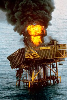 All that was left of oil platform Piper Alpha when it exploded. Oil Rig Jobs, Scottish News, Oil Platform, Oil Tanker, Drilling Rig, House Of Commons, Oil Industry, Take The Opportunity, Rigs