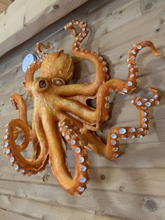 This paper mache octopus project started with crumpled newspaper and masking tape. Making Paper Mache, Paper Mache Clay, Paper Mache Sculpture, Paper Towel Crafts, Paper Mache Crafts, Clay Crafts, Octopus Art, Octopus Painting, Octopus Drawing