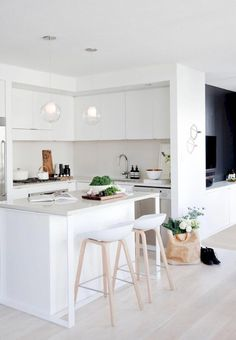 55 Smart Innovative Kitchen Island Ideas and Designs to Makeover Your Home - Contemporary Modern Kitchen Small Kitchen Ideas, DIY, Kitchen Remodel - Designblaz Kitchen Interior, New Kitchen, Kitchen Decor, Kitchen Ideas, Kitchen Island, Kitchen Stools, Bar Interior, Kitchen Planning, Island Bar