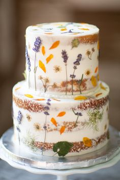 6 Wedding Cake Trends in 2020 Floral Wedding Cakes, Fall Wedding Cakes, Wedding Cakes With Flowers, Floral Cake, Beautiful Wedding Cakes, Wedding Cake Designs, Wedding Cupcakes, Flower Cakes, Wild Flower Wedding