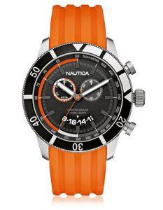Montre Nautica Homme chronomètre dont le boitier est en acier et le remontoir à visser. Cette montre Nautica est étanche jusque 100 mètres et le bracelet est en silicone orange.