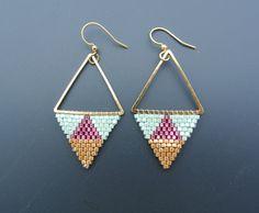 Boucles d'oreille triangles géométriques : Boucles d'oreille par perlette-et-plumette