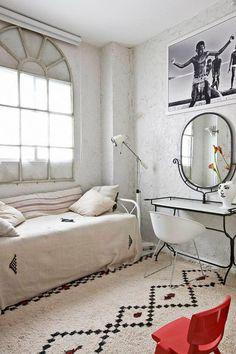 Eclectic Vintage - Moroccan rug, neutral interior
