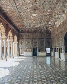 "هنالك قلبان على الأرض، واحد لي، الإثنين لك ""There are two hearts on the floor, one is mine, both are yours."" - Sheesh Mahal. Lahore, Pakistan. (Instagram: aabbiidd)"