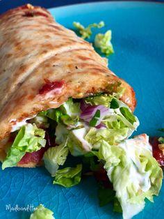 Snasket LCHF-pizzasandwich med salat og fed dressing