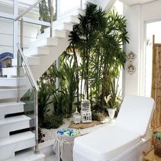 If you have an empty space under the stairs in your home, then maybe you can use this space to make a small pebble garden. Indoor Plant Wall, Indoor Plants, Patio Interior, Interior And Exterior, Inside Garden, Home And Garden, Pebble Garden, Escalier Design, House Stairs