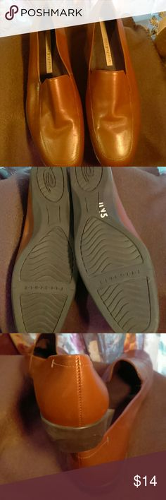 Easy Spirit loafers, NWOT Brown, flexibles, 8B , leather uppers Easy Spirit Shoes Flats & Loafers