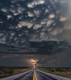 The power of ⛈ Mammatus clouds just after sunset with an amazing electric storm 😍 Nebraska, United States. Photo by The post The power of Mammatus clouds just afte appeared first on . Tornados, Thunderstorms, Nebraska, Canon Photography, Nature Photography, Lightning Photography, Photography Photos, Lifestyle Photography, Storm Photography