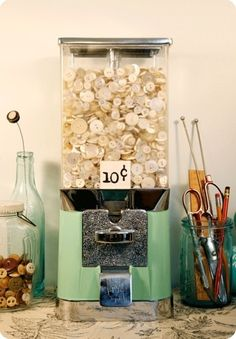 THis would be an awesome way to sell buttons at a vintage store .Coolest idea ever - buttons in a vintage candy machine I love this idea. Just need to get a candy machine now! Vintage Candy, Vintage Buttons, Button Art, Button Crafts, Craft Organization, Craft Storage, Ribbon Organization, Ribbon Storage, Organization Ideas