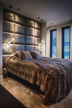 44 Glamorous Loft Style Bedroom Designs Ideas To Try Right Now - Do you want to extend the living capacity of your home, then why not convert your loft space into a bedroom? Bedroom loft conversions are becoming the. Loft Style Bedroom, Farmhouse Style Bedrooms, Modern Bedroom, Master Bedroom, Master Master, Master Suite, Bedroom Lighting, Bedroom Decor, Shabby Bedroom