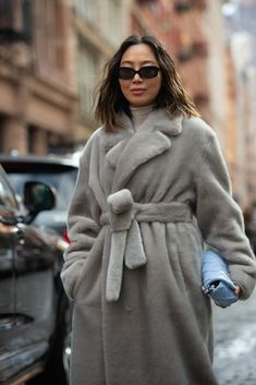 Fashion influencer Aimee Song bundled up in a bathrobe coat at New York Fashion Week in February. #fashiontrends #comfyoutfits #fashionweek #comfyclothes Early Fall Fashion, Fall Fashion Trends, Autumn Fashion, Knee High Sock Boots, Warm Winter Hats, Matches Fashion, Fashion Seasons, Types Of Dresses, Celebrity Look