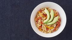 Fajita Chicken Mac & Cheese - tasty but a bit spicy for mom. Served with guacamole = good. Chopped the peppers and added to the macaroni during the last minute of cooking. Epicure Recipes, Healthy Chicken Recipes, Eating Fast, Clean Eating, Fajita Seasoning, Chicken Fajitas, Mac And Cheese, Meals, Dinners