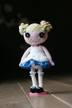 Sew wonderful! Crocheted Lalaloopsy Alice in Wonderland, via Flickr.