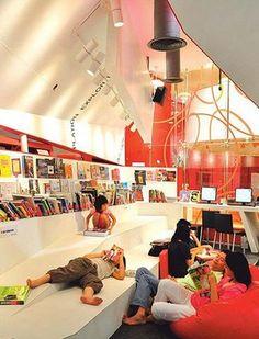 Sección infantil de la biblioteca Thailand Knowledge Park, Bangkok, Tailandia.