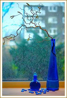cobalt blue vase with twigs - awesome for centerpieces - could hang votives from the twigs