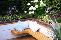 Liven up your backyard, porch, or patio with these adorale DIY outdoor seating ideas. These outdoor seating ideas are inexpensive and easy to make! Built In Garden Seating, Deck Seating, Outdoor Seating, Garden Seats, Corner Seating, Corner Bench, Garden Benches, Extra Seating, Outdoor Living Rooms