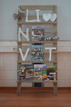 pronkrek,tijdschriftenrek,kadorek,fotorek voor in woonkamer muur tv kant