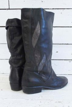 vintage black boots with cute little leaves... www.sugarsugar.nl
