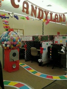 Creative DIY Fall Office Decorating Ideas 38 Traditionally, many companies hold annual office parties around Christmas time. The problem with this is that December is a very … Office Birthday Decorations, Office Christmas Decorations, Candy Decorations, Christmas Themes, Halloween Decorations, Candy Land Christmas, Christmas Swags, Xmas, Christmas Door