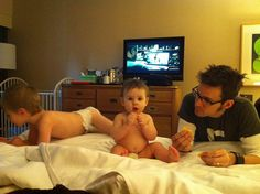 How to stay in a hotel with kids and not lose your mind (great tips!)