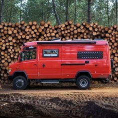 Is it weird that when I walk past this van I give her a gentle pat? Camper Van Life, Build A Camper Van, Truck Camper, Mercedes Sprinter, Motorhome, Combi Ww, Mercedes Van, Cool Campers, Travel Around Europe