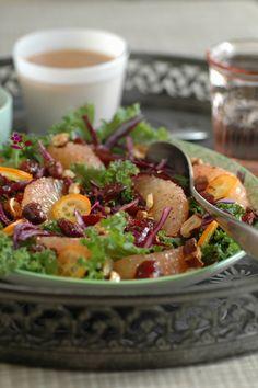 Salade de chou kale, chou rouge, pamplemousse rose, kumquat, canneberges