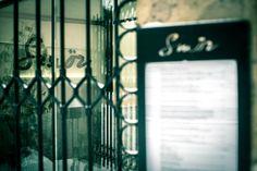 Smör on tasokas skandinaavinen ravintola Turun Aurajoen varrella. Restaurant Bar, Finland, Blinds, Restaurants, Home Decor, Decoration Home, Room Decor, Shades Blinds, Blind