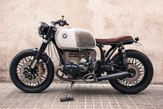 Welcome to Cafe Racer Design! We focus solely on showcasing the design of Cafe Racer Motorcycles. Cafe Racer is a term used for a type of motorcycle and the cyclists who ride them! Bmw Scrambler, Motos Bmw, Bmw Motorcycles, Vintage Motorcycles, Bike Bmw, Custom Motorcycles, Custom Bikes, Bmw Cafe Racer, Cafe Racer Motorcycle