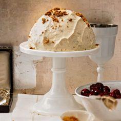 Die können mehr als nur Keks: Im Eis machen sich Spekulatius ganz hervorragend zu heißem Sauerkirschkompott.