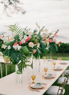 Modern tropical wedd...