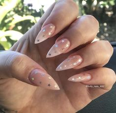 Prized by women to hide a mania or to add a touch of femininity, false nails can be dangerous if you use them incorrectly. Types of false nails Three types are mainly used. Aycrlic Nails, Star Nails, Stiletto Nails, Diy Nails, Glitter Nails, Hair And Nails, Star Nail Art, Cute Acrylic Nails, Cute Nails