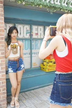 A collection of K-pop idol photos. All credit. Sexy Asian Girls, Beautiful Asian Girls, K Pop, Tzuyu Body, Sweet Jeans, Cute Japanese Girl, Dahyun, Nayeon, South Korean Girls