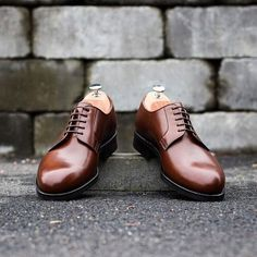 Plain toe blucher in dark brown leather. How can you tell ts difference from the derby? Learn here: http://ift.tt/1xQlMr0 (c) Skolyx.se  #mensshoes #styles #style #simplydapper #menswear #shofie #mensfashion #menstyle by gentlemansgazette
