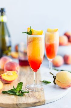Frozen Peach Bellini Light and refreshing and made in under 5 minutes Peach Drinks, Sparkling Drinks, Summer Drinks, Spring Cocktails, Peach Belini Recipe, Bellini Recipe, Margarita Recipes, Cocktail Recipes, Frozen Peach Bellini