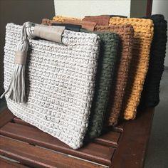Marvelous Crochet A Shell Stitch Purse Bag Ideas. Wonderful Crochet A Shell Stitch Purse Bag Ideas. Bag Crochet, Crochet Shell Stitch, Crochet Clutch, Crochet Handbags, Love Crochet, Crochet Stitches, Crochet Wallet, Crochet Backpack, Crochet Purses