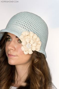 1920's Snowflake Cloche Hat Crochet Pattern - http://www.hopefulhoney.com/2015/02/1920s-snowflake-cloche-hat-crochet.html