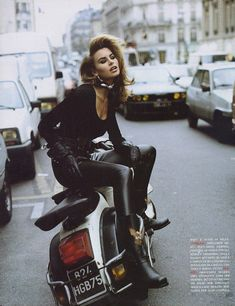 50 Wildly Cool Styling Tips From Vintage Vogue Editorials via Niki Taylor for Vogue UK, 1992 Niki Taylor, Vogue Uk, Vogue Editorial, Editorial Fashion, Fashion Foto, 90s Fashion, Fashion Tips, Fashion Trends, Fashion Hacks