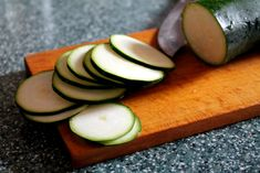 Aj čipsy môžu byť zdravé. Priprav si ich z cukety! - Fitshaker Avocado, Fruit, Food, Lawyer, Essen, Meals, Yemek, Eten