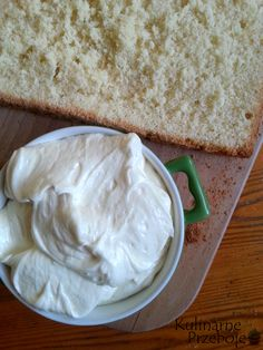 Krem ten idealnie nadaje się do ciast i tortów. Krem budyniowy karpatkowy – Składniki: 500ml mleka 6 łyżek cukru 1 opakowanie budyniu 3 łyżki mąki tortowej 200 g masła Krem budyniowy karpatkowy – Wykonanie: Zagotować 350ml mleka.W pozostałych 150ml mleka roztrzepać budyń, mąkę i cukier, a następnie dodać całość do gotującego się mleka. Mieszać do […]