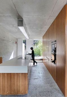 This is a single family house located on a mews lane, in a Victorian suburb of Dublin. The house is an exploration of diagonal space within an orthogonal for. Apartment Interior, Kitchen Interior, Home Interior Design, Interior Architecture, Concrete Wood, White Concrete, Küchen Design, House Design, Ceiling Mounted Light