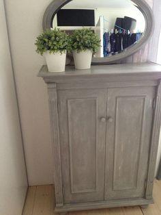 Kast geschilderd met Old White en French Linen van Annie Sloan Chalkpaint