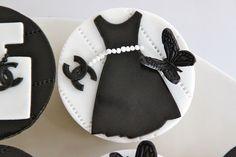 pretty b&w chanel cupcakes