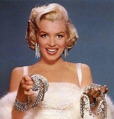 Diamenty to najlepsi przyjaciele kobiety. Marylin Monroe nie mogła się mylić! https://www.youtube.com/watch?v=IUGfC7GYi18
