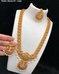 PC matt finish jewel at Rs 2750 with shipping Direct message to place order Shipping is extra the damage… Gold Temple Jewellery, Real Gold Jewelry, Gold Jewelry Simple, Indian Jewelry, Silver Jewellery, Antique Jewellery Designs, Gold Earrings Designs, Gold Jewellery Design, Handmade Jewellery