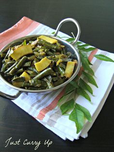 I'm not really a fan of green beans but I can gobble up these long beans any day :) This dish makes me feel nostalgic about my childhood and vacations spent in Long Bean, Vegan Side Dishes, Curry Leaves, Quick Easy Meals, Stir Fry, Indian Food Recipes, Family Meals, Green Beans