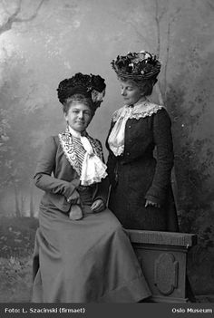 1902- Edwardian fashion.