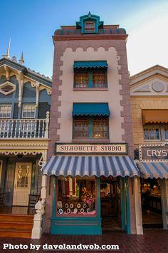 Silhouette Studio on Main Street Disneyland Photos, Vintage Disneyland, Disneyland Park, Disney World Magic Kingdom, Disney Magic, Planet Coaster, Street House, Parking Design, Travel Oklahoma
